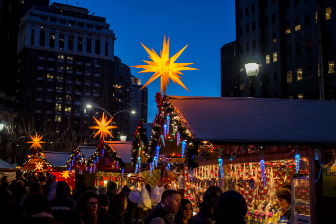 Christmas Village Love Park.Philly S Christmas Village Has A New Home This Season